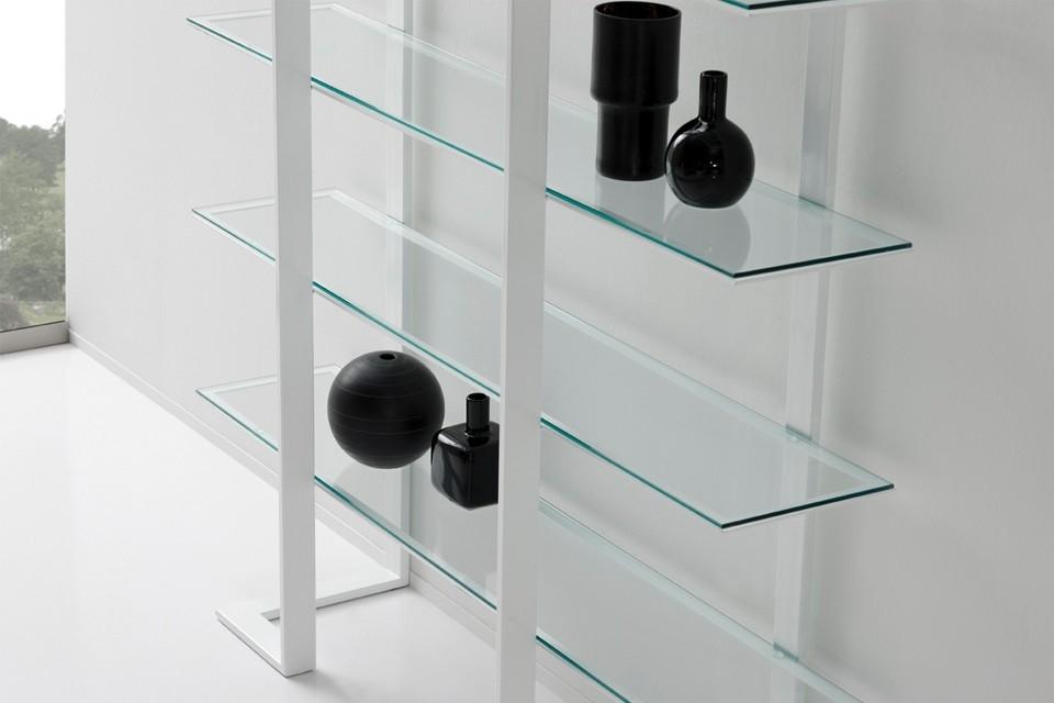 Estanterias con cristal vitrina metlica de cristal cuando nos falta espacio o tenemos - Estanterias con cristal ...